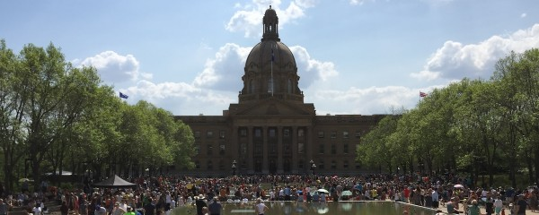 Thousands of Albertans packed the Legislature Grounds to watch Premier Rachel Notley and the NDP cabinet be sworn-in.