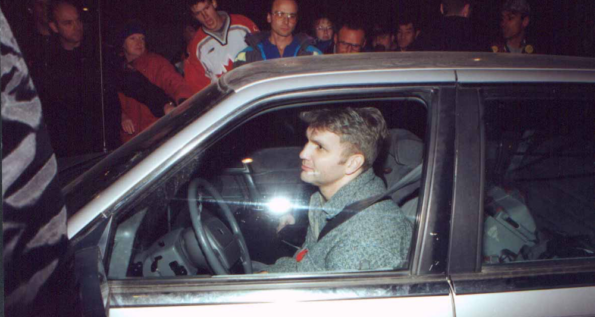 Tom Olsen, crossing the picket-line during the strike that lasted from November 1999 to July 2000.