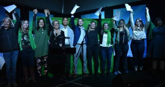 Elizabeth May with Green Party candidates in Calgary and southern Alberta on September 20, 2019 (photo from @EvTanaka on Twitter)